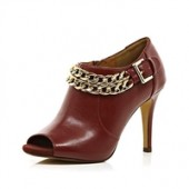 Dark red chain trimmed shoe boots